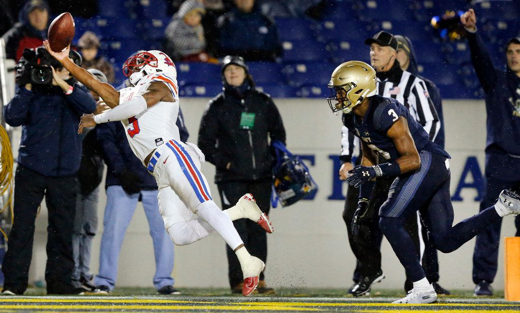 Southern Methodist Mustangs wide receiver James Proche (3) tries to make a one-handed catch in the end zone as he's covered by Navy Midshipmen cornerback Cameron Kinley (3) in the fourth quarter at Navy-Marine Corps Memorial Stadium in Annapolis, Maryland, Saturday, November 23, 2019. The pass fell incomplete.  (Tom Fox/The Dallas Morning News)
