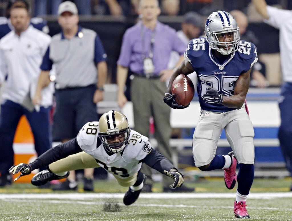 FILE — Dallas Cowboys running back Lance Dunbar (25) gets by a tackle attempt by New Orleans Saints free safety Kenny Phillips during Dallas' 26-20 loss Sunday, October 4, 2015 at the Mercedes-Benz Superdome in New Orleans, La.
