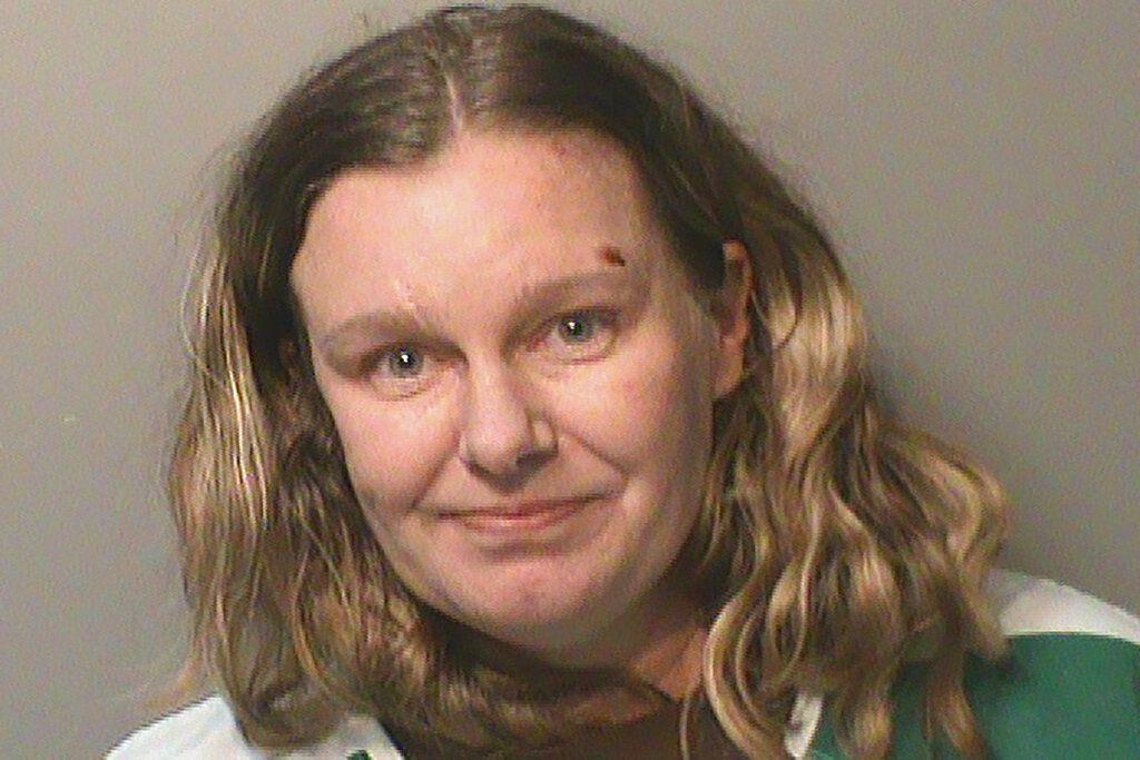 Esta foto sin fecha proveída por la cárcel del condado Polk, Iowa, muestra a Nicole Marie Poole Franklin. Clive, de 42 años, está acusada de atropellar a propósito con su automóvil a una adolescente ded 14 años porque pensó que era mexicana.  (Cárcel del condado Polk vía AP)
