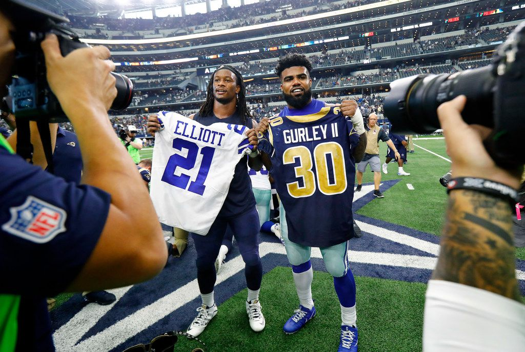 Dallas Cowboys running back Ezekiel Elliott (21) and Los Angeles Rams running back Todd Gurley (30) exchange jerseys after the game at AT&T Stadium in Arlington, Texas, Sunday, October 1, 2017. (Tom Fox/The Dallas Morning News)