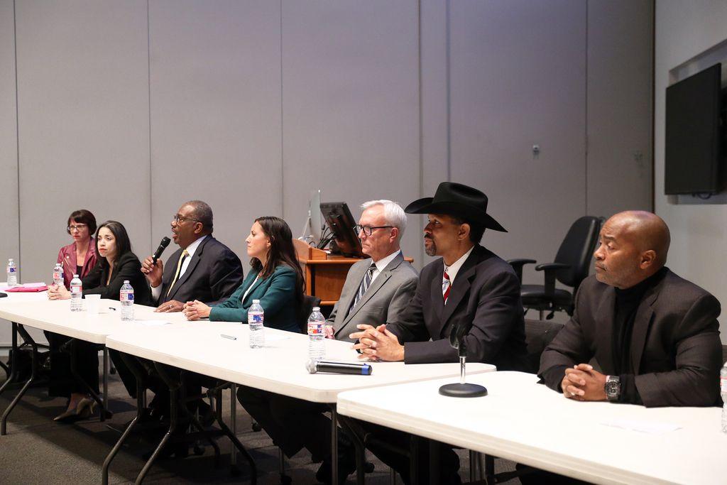 (De izq. a der.) Annie García, Amanda Edwards, Royce West, Cristina Tzintzún Ramírez, Chris Bell, Michael Cooper y Jack Daniel Foster Jr. son siete de los 12 aspirantes demócratas al Senado.