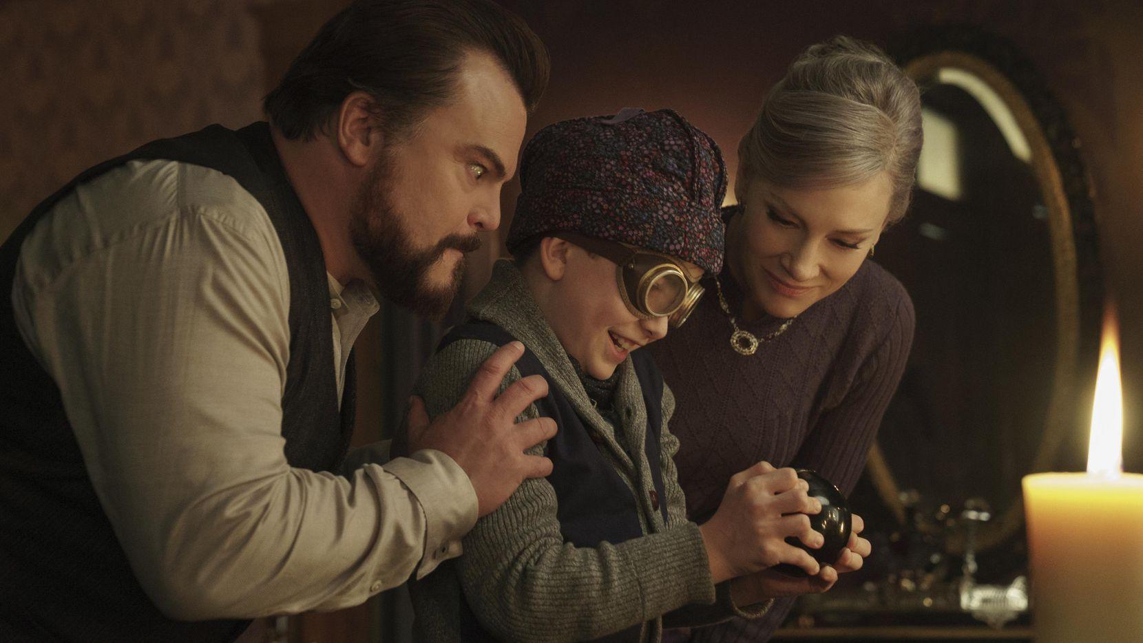 "Jack Black, Owen Vaccaro y Cate Blanchett en una escena de ""The House With A Clock in Its Walls"".(UNIVERSAL PICTURES)"