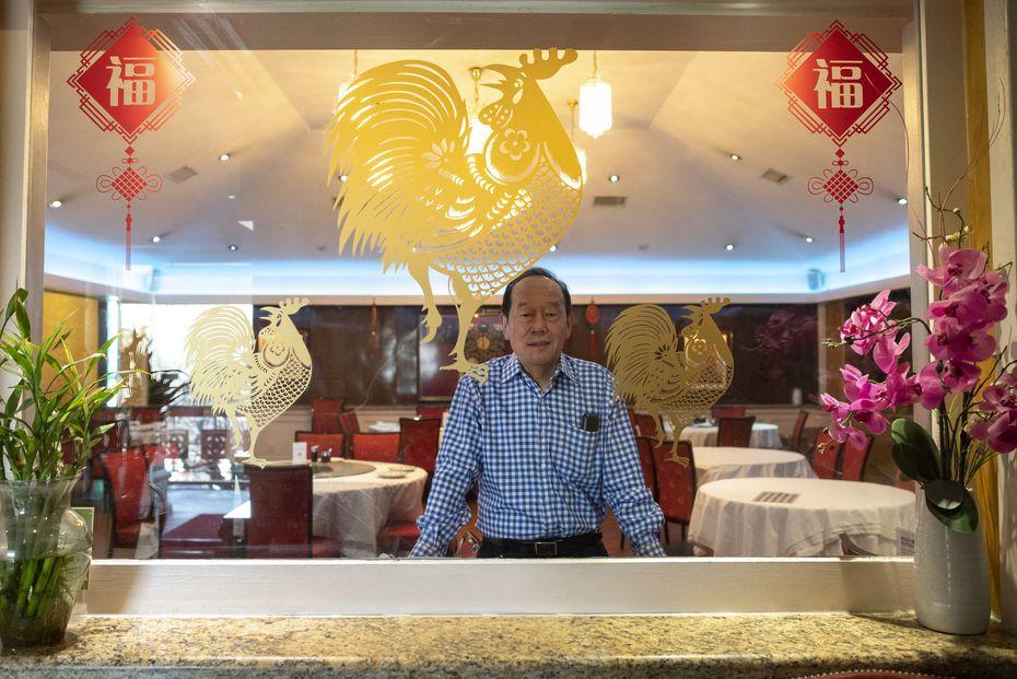 Michael Chan, gerente general de Kirin Court, quien utiliza varios servicios de comida a domicilio para mantener su restaurante a flote desde el inicio dela pandemia.