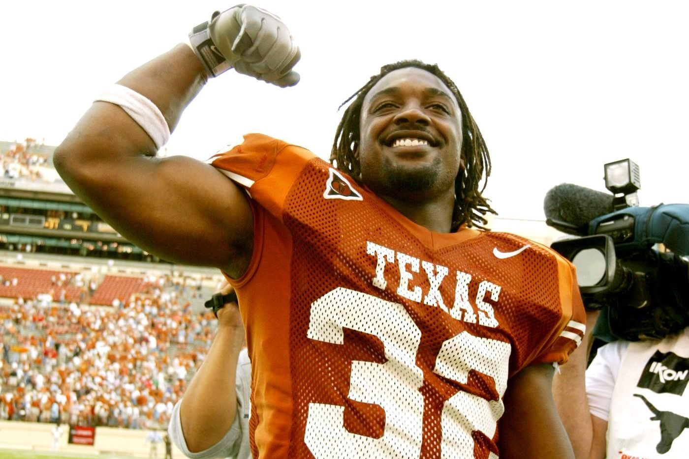Austin, Texas - Texas RB Cedric Benson (32) makes muscles for Longhorn fans after Texas beat Nebraska 31-7 at Royal-Memorial Stadium Saturday.