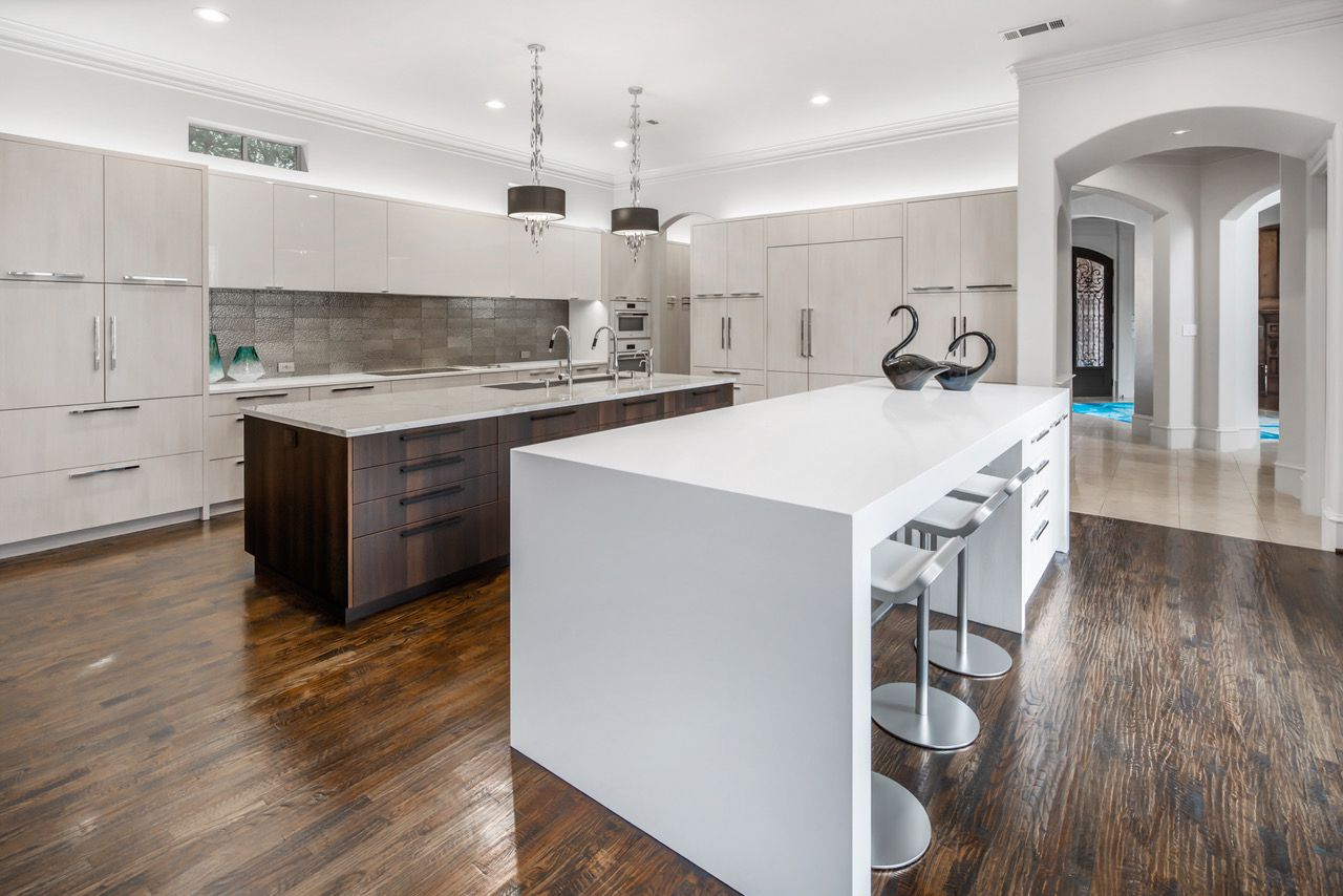 Listed at $1,449,900, the estate at 4975 Oak Knoll Lane in Frisco features a deluxe kitchen.