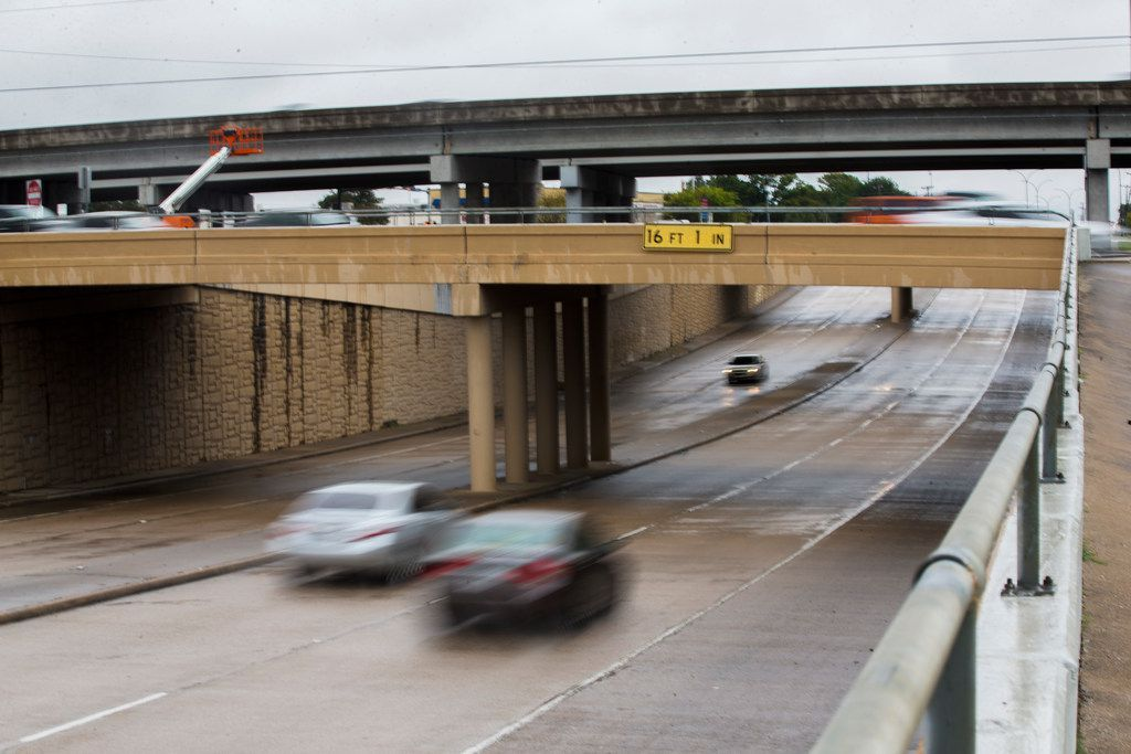Cars drive east on Abram Street under State Highway 360 in Arlington on Oct. 31, 2018. Highway 360 will be closed at Abram Street from 7 p.m. Friday until 6 a.m. Monday for bridge construction.