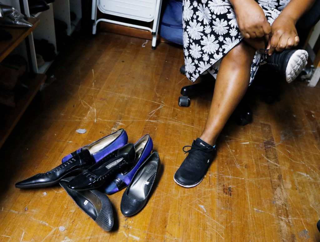 Jessie received new shoes from a local nonprofit in November after spending two months in Dallas County Jail. Her crimes have usually involved small thefts — $100 of clothes, $26 of paper towels and soap — but her criminal history results in higher bail each time. (David Woo/Staff Photographer)