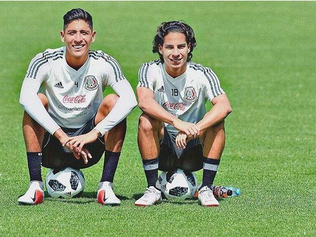 Edson Álvarez (izq) y Diego Lainez están considerados para jugar en la gira de la selección mexicana.