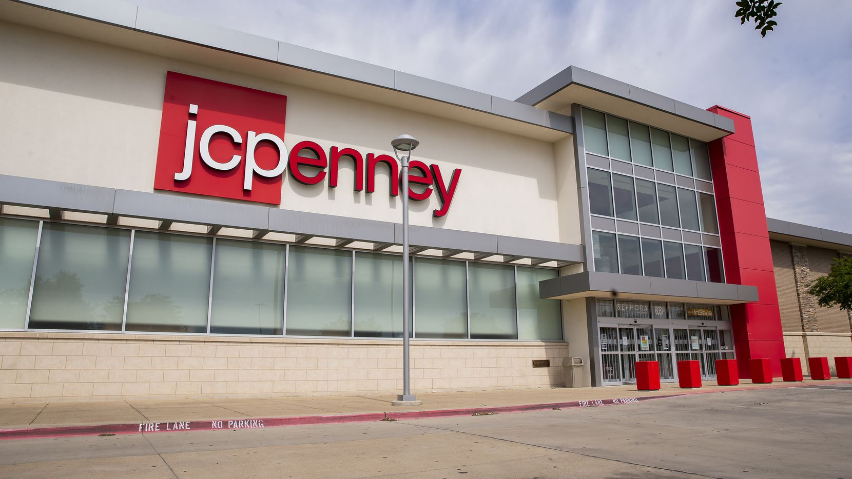 The J.C. Penney at Timber Creek Crossing shopping center in Dallas closed permanently on Sunday as part of the Plano-based retailer's bankruptcy reorganization.
