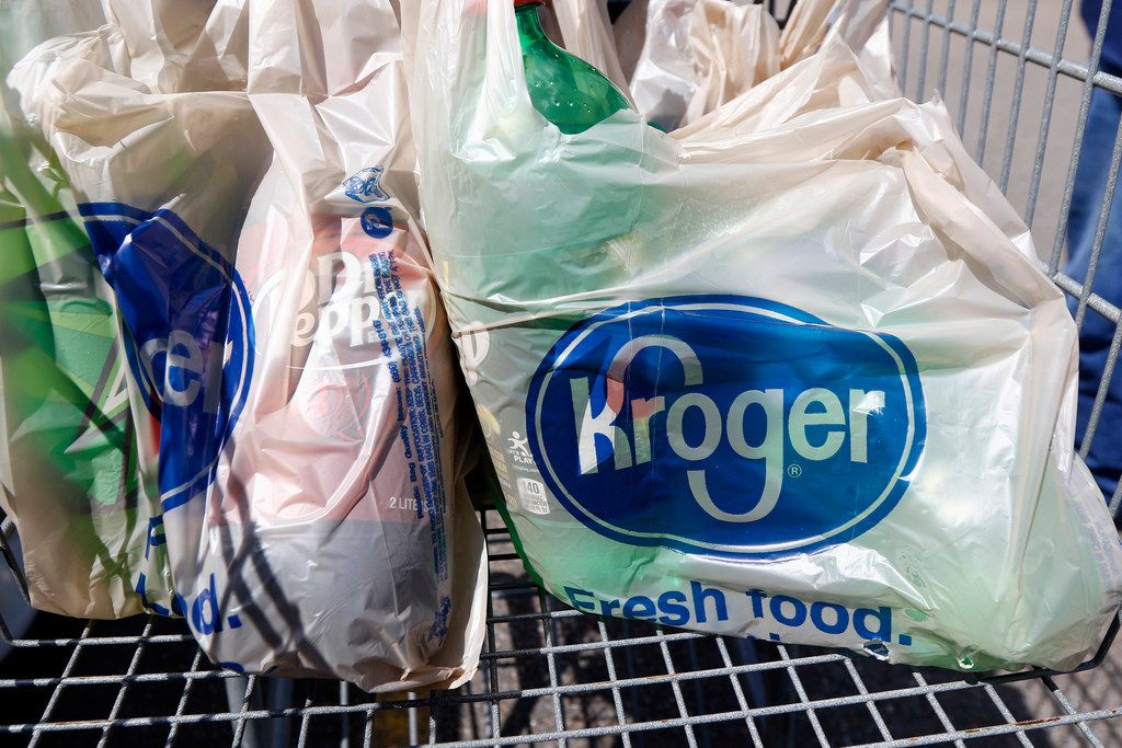 Kroger, the nation's largest grocery chain, will phase out the use of plastic bags in its stores by 2025.