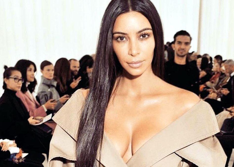 A través de un tuit, Kim Kardashian confesó ayer que padece psoriasis en la cara. La enfermedad, que puede ser causada por el estrés, provoca inflamación y descamación en la piel./ AGENCIA REFORMA