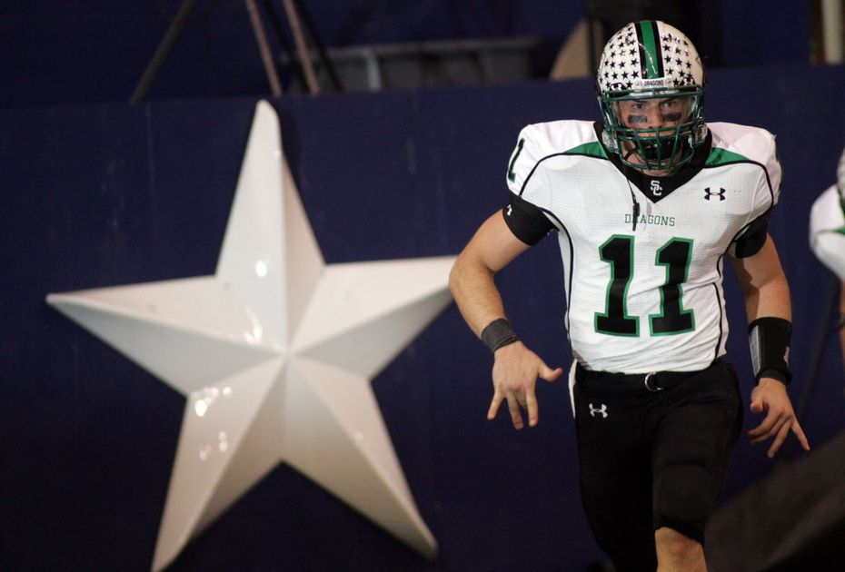 Riley Dodge, cq, runs back to the sidelines after scoring his first of two running touchdowns late in the second quarter comeback, during playoff action between Southlake Carroll High School and Flower Mound High School, Friday November 16, 2007, at Texas Stadium in Irving Texas.
