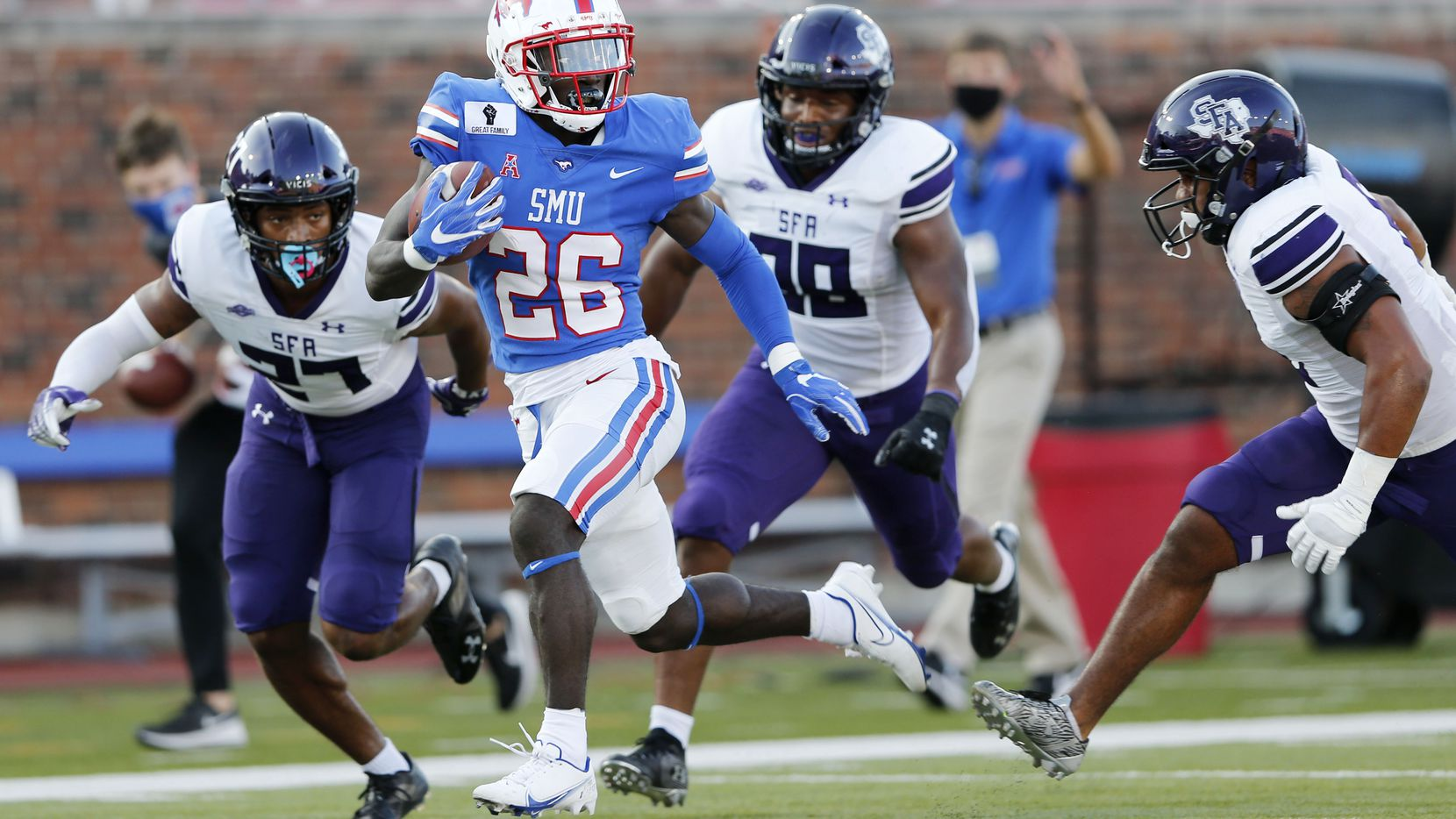 Southern Methodist Mustangs running back Ulysses Bentley IV (26) breaks away from the Stephen F. Austin Lumberjacks defense for a touchdown during the first half of their home opener at Ford Stadium in Dallas, on Saturday, September 26, 2020.