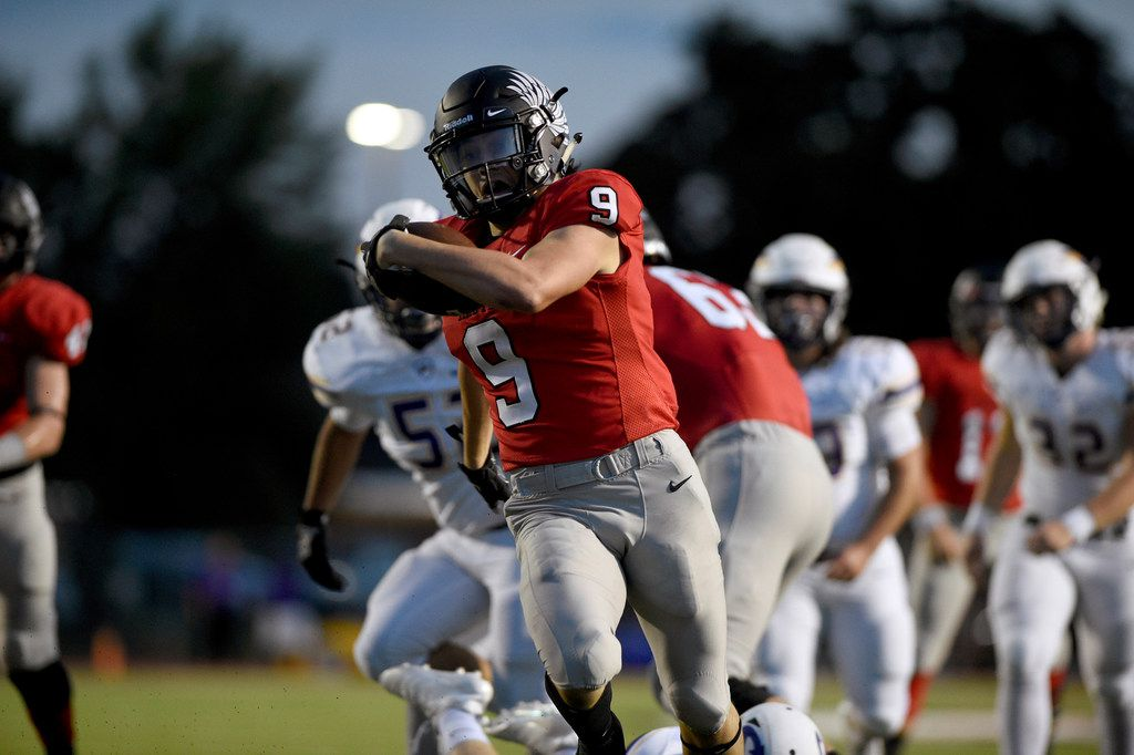 Argyle sophomore runningback Tito Byce (9) carries the ball against Sanger during Friday's matchup between Sanger and Argyle at Argyle High School.  ORG XMIT: txder