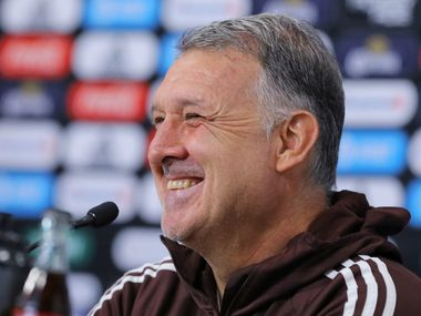 """El técnico de la selección mexicana, Gerardo """"Tata' Martino, está feliz de ser abuelo de su primer nieto."""
