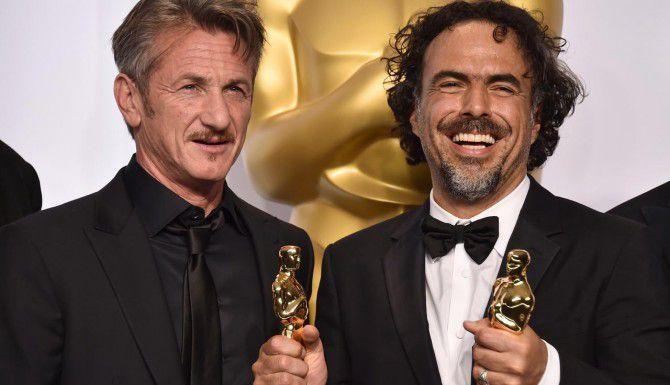 Sean Penn no se disulpara por su broma en los Oscar, cuando anunció el premio para su amigo Alejandro González Iñárritu. (JORDAN STRAUSS/AP)