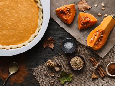 Traditional pumpkin pie cooking process