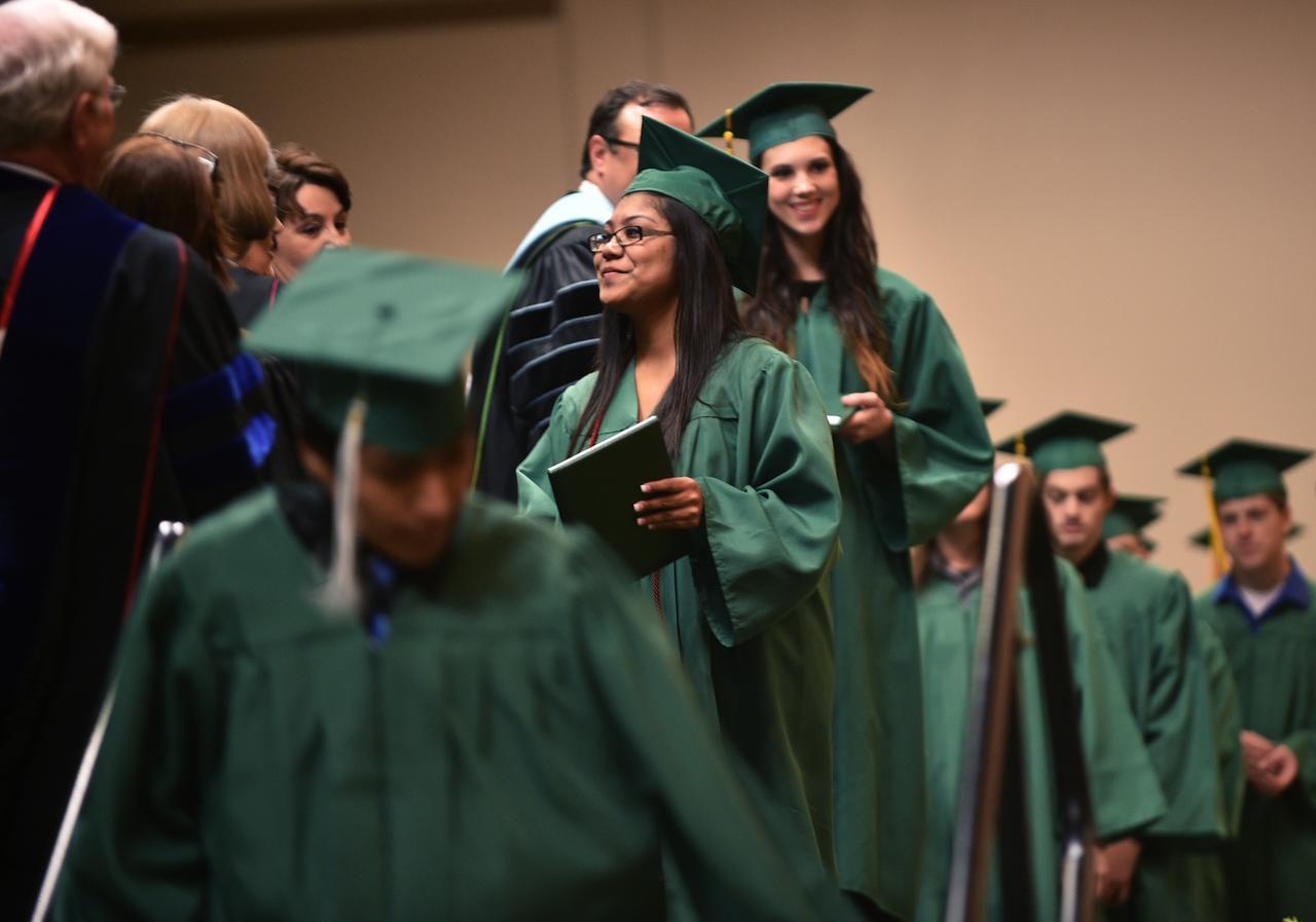 Las mujeres graduadas de Universidades prestigiosas ganan en promedio 19% menos que los hombres. (DRC/ARCHIVO)