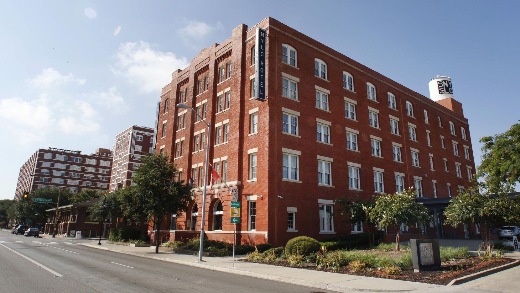 El hotel NYLO del sector Cedars, al sur del centro de Dallas. (DMN/DAVID WOO)