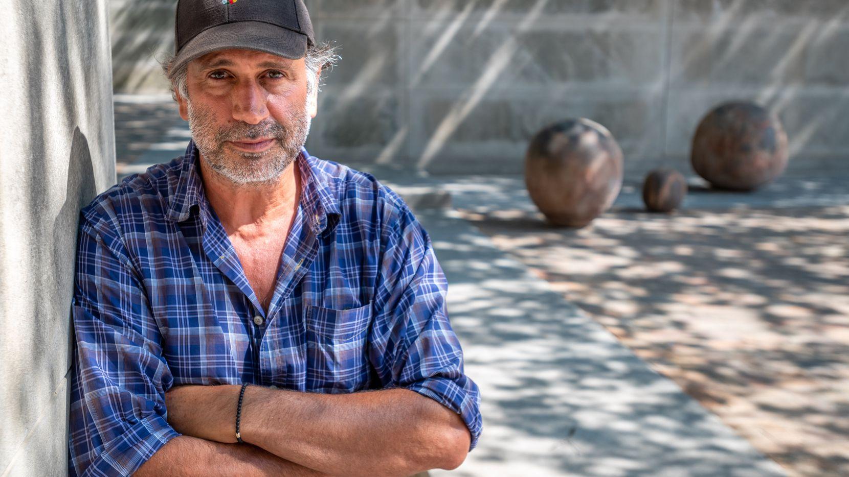 """El escultor mexicano, Bosco Sodi, reactivará el jardín escultórico del museo de arte de Dallas con su exposición """"La fuerza del destino""""."""
