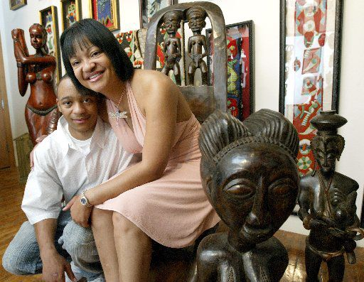 Karen Manning in her Dallas art gallery in 2004, a year after John Wiley Price began selling art there, according to federal prosecutors.