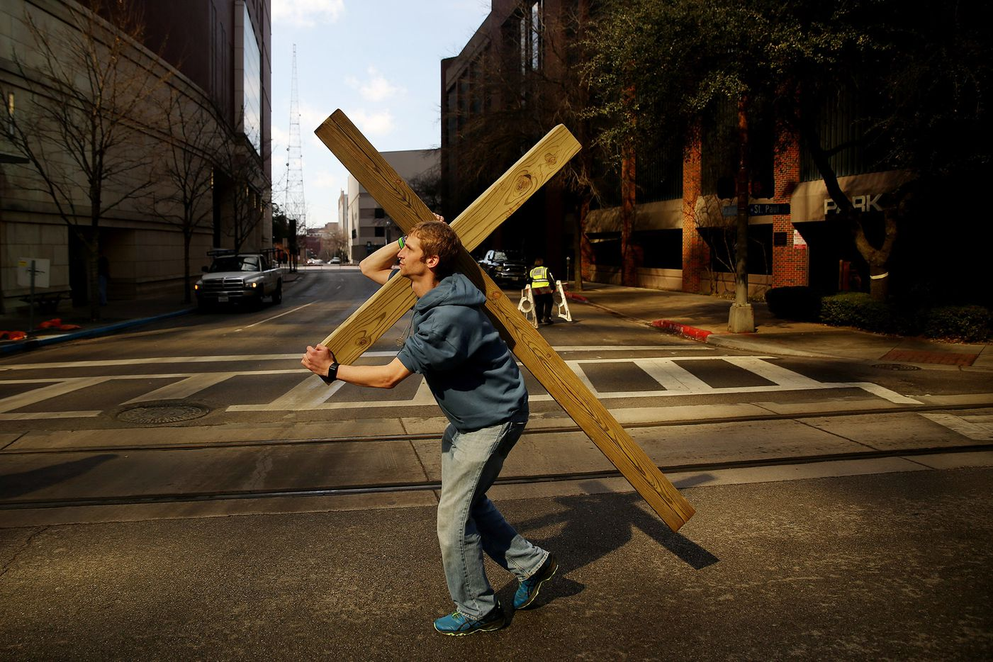 Jacob Niemeier, of Richardson, Texas, carries a cross during the North Texas March for Life in downtown Dallas Saturday January 20, 2018.