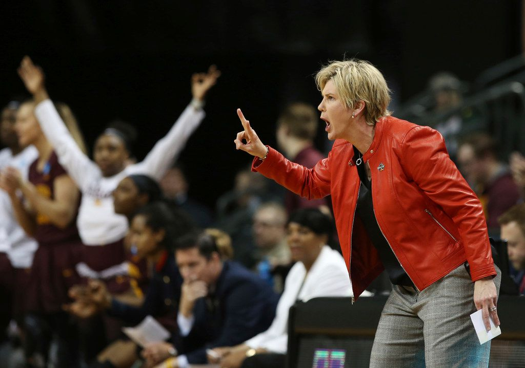 Minnesota coach Marlene Stollings, right, calls to her team during the first half of a second-round game against Oregon in the NCAA women's college basketball tournament in Eugene, Ore., Sunday, March 18, 2018.