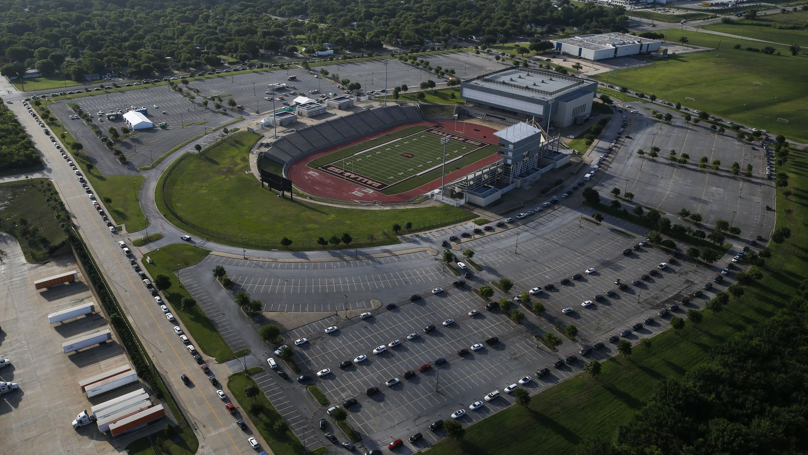Hundreds of cars weave around the Ellis Davis Field House in Dallas at a COVID-19 test site on June 26.