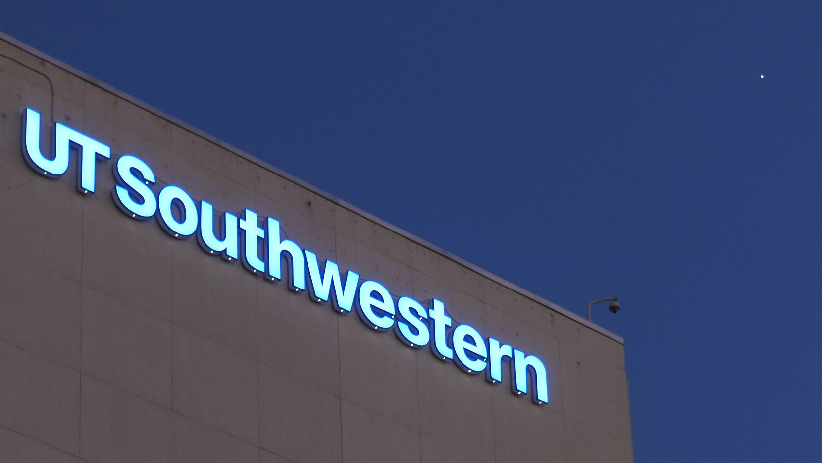UT Southwestern is leasing  a site on the RedBird mall property for an outpatient facility in southern Dallas (Smiley N. Pool/The Dallas Morning News)