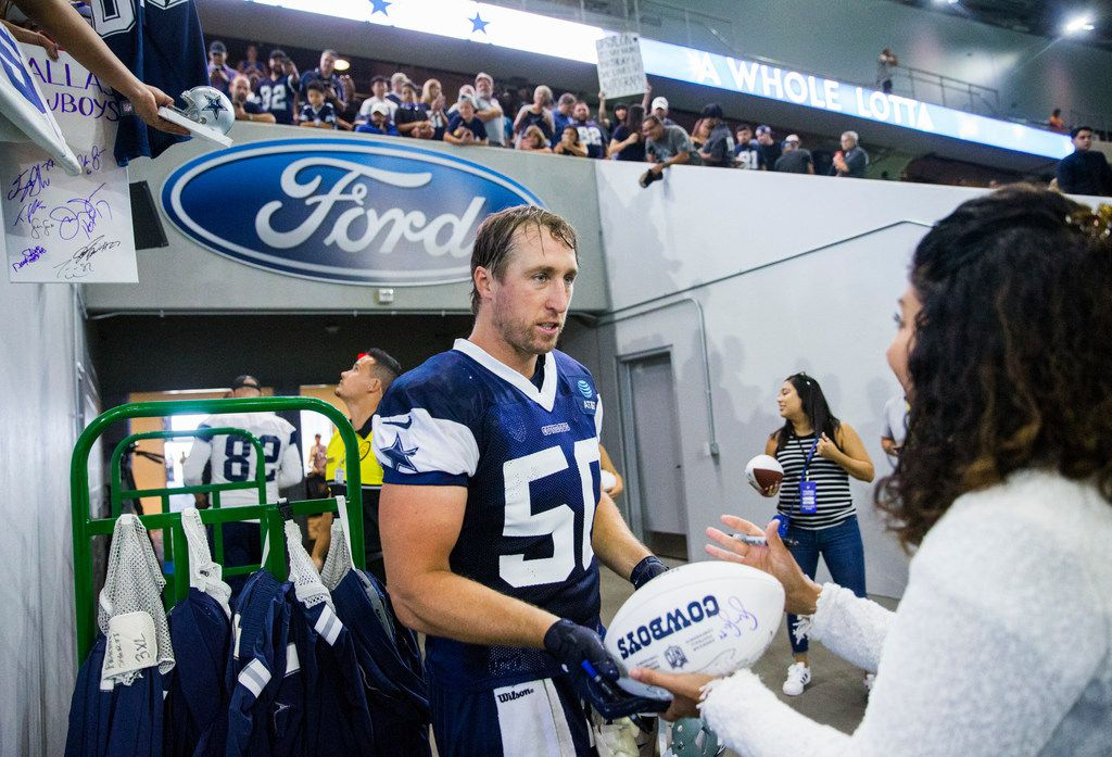 Dallas Cowboys outside linebacker Sean Lee (50) signs autographs for fans during a Dallas Cowboys training camp practice on Thursday, August 22, 2019 at The Star in Frisco. (Ashley Landis/The Dallas Morning News)