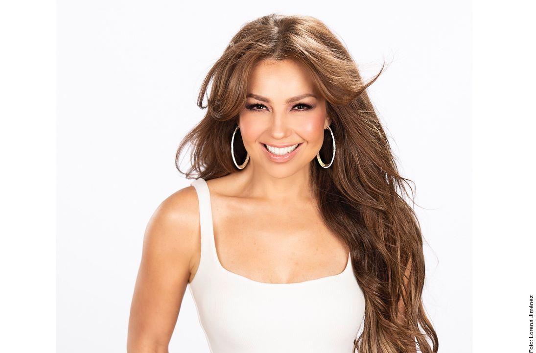La cantante Thalía publica una foto de su perra en redes sociales y genera polémica.