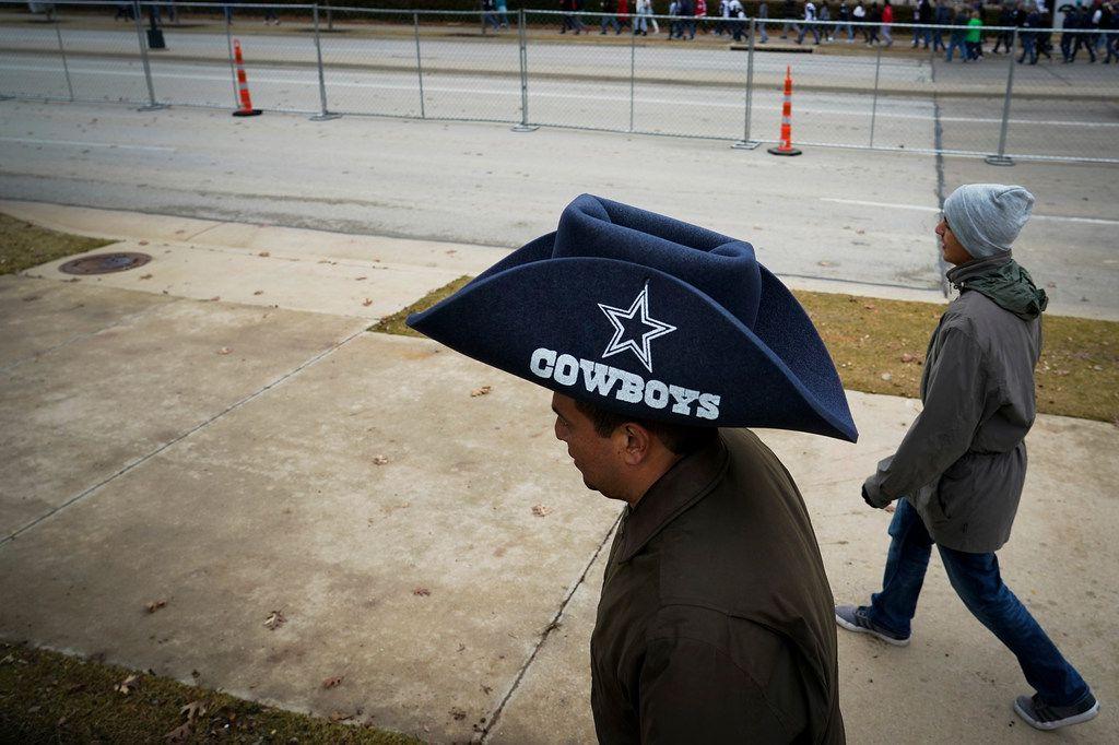 Fans head to the stadium before an NFL football game between the Dallas Cowboys and the Buffalo Bills at AT&T Stadium on Thursday, Nov. 28, 2019, in Arlington. (Smiley N. Pool/The Dallas Morning News)