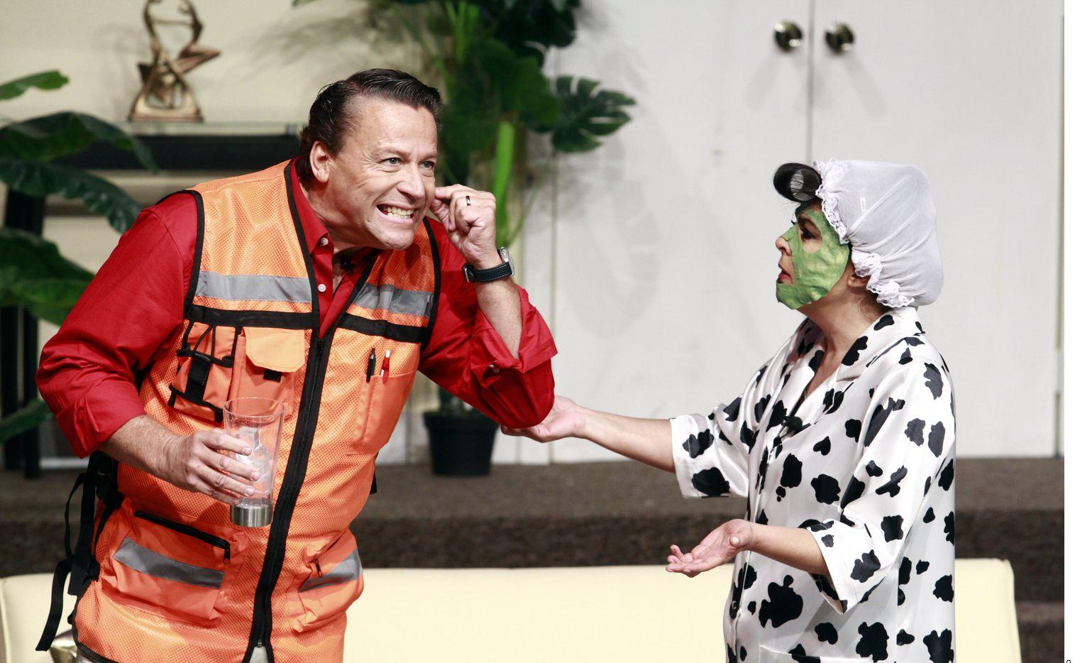 El actor Alfredo Adame (izq.) dio una entrevista para el programa El Gordo y la Flaca, en donde le tiró a su colega Laura Zapata ahora que ella se postuló para ser líder de la ANDI, el sindicato de actores de México. (AGENCIA REFORMA)