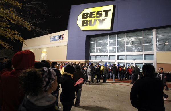 Holiday shoppers gathered outside a Best Buy in Mesquite late on Thanksgiving night.