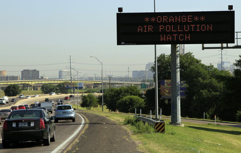 "A highway sign alerts drivers on Interstate 35E northbound to air pollution conditions on June 25, 2012 in Dallas, as the Texas Commission on Environmental Quality issued a level orange air pollution watch for the Dallas-Fort Worth area. Level orange means ""unhealthy for sensitive groups."""