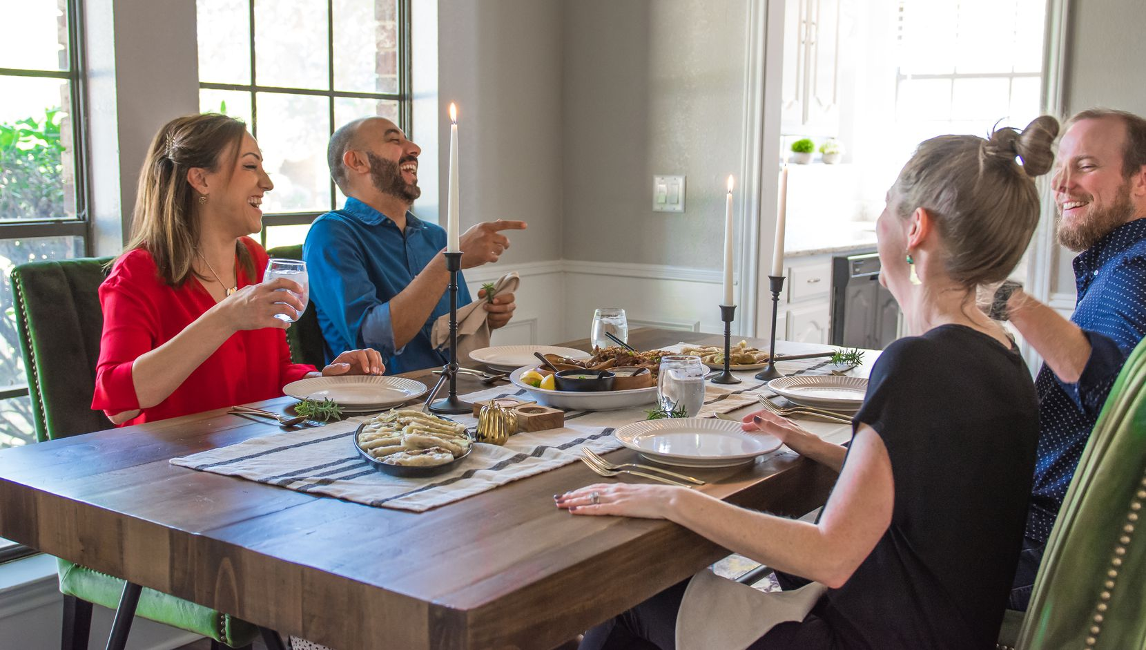 Tamara Abuomar and husband Feras Abumuwis eat a meal with writer and neighbor Rebecca White and her husband Randy White.