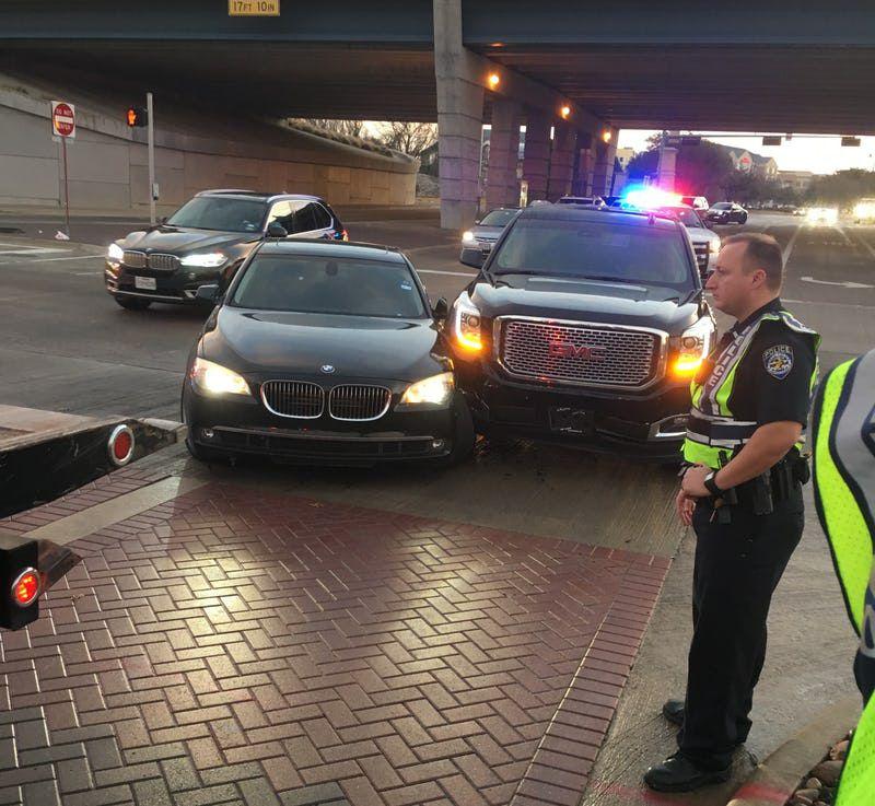 Foto provista por el abogado de Ronnie Hill donde se ve la GMC de Ezekiel Elliott y el BMW de Hill, el 11 de enero de 2017 en Gaylord y Dallas Parkway en Frisco.