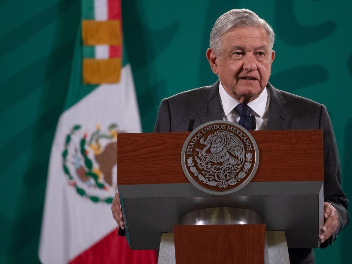 """El presidente Andrés Manuel López Obrador no quiso adelantar el jueves cómo actuará México ante los cambios que pueda provocar el fallo judicial en Estados Unidos que ordenó reinstaurar el programa de devolución de solicitantes de asilo conocido como """"Quédate en México""""."""