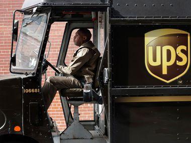 Cadenas minoristas y empresas de paquetería en Estados Unidos, como UPS, se preparan para un aumento de las compras en la internet que pudiera abrumar a las redes de envío de paquetes y llevar a demoras.