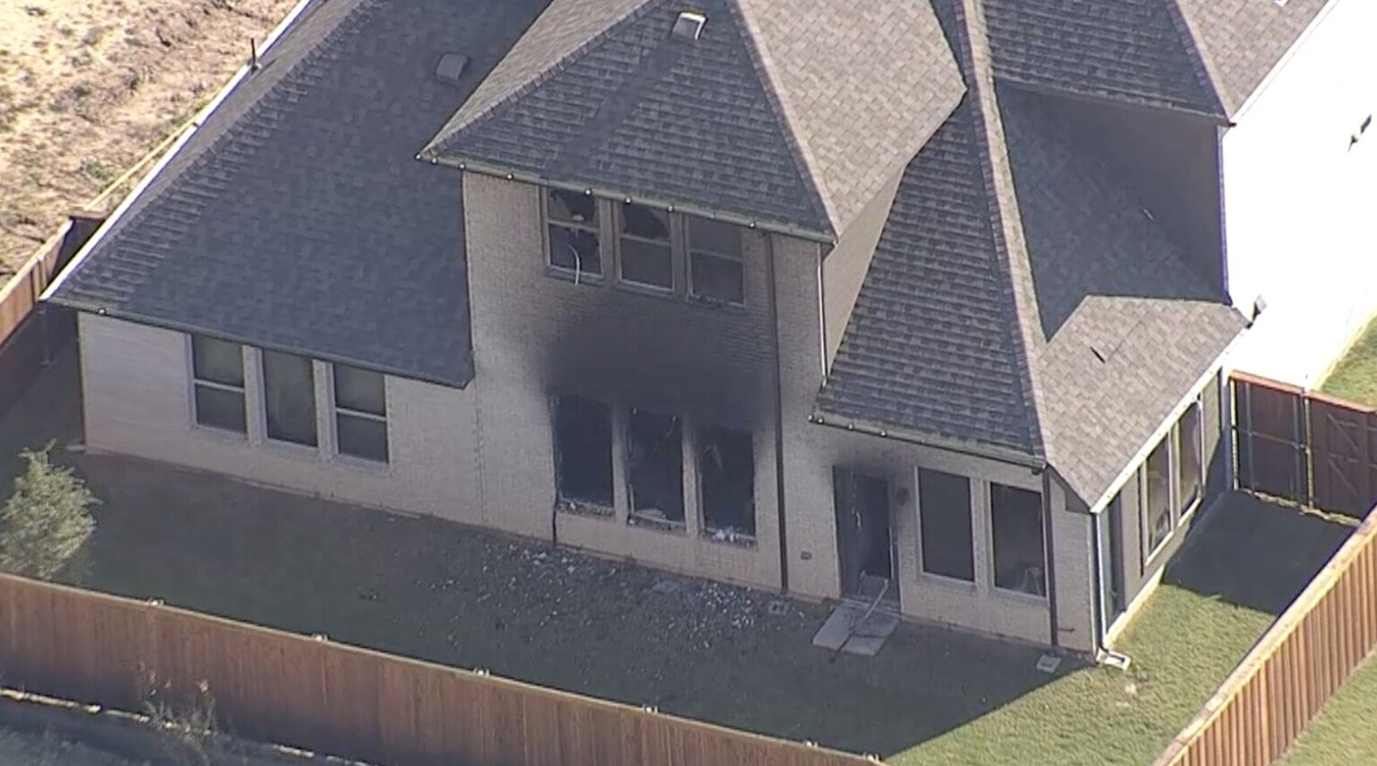 Los bomberos apagaron un incendio en una casa en Celina en donde fue hallado el cuerpo de Blair Carter.