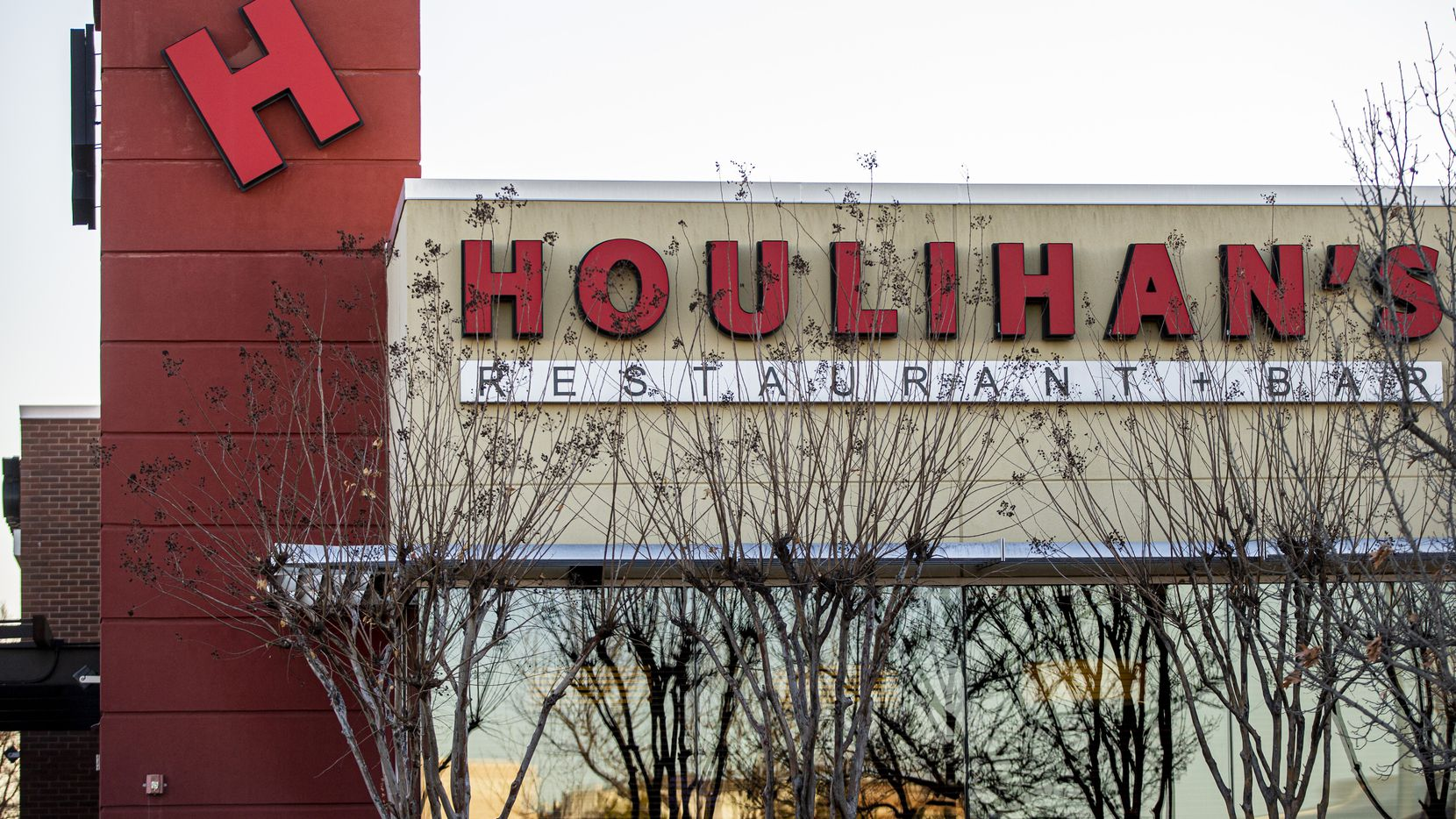 Houlihan's Restaurant + Bar in Garland will stay open, but two other Dallas area restaurants have closed.  (Brandon Wade/Special Contributor)