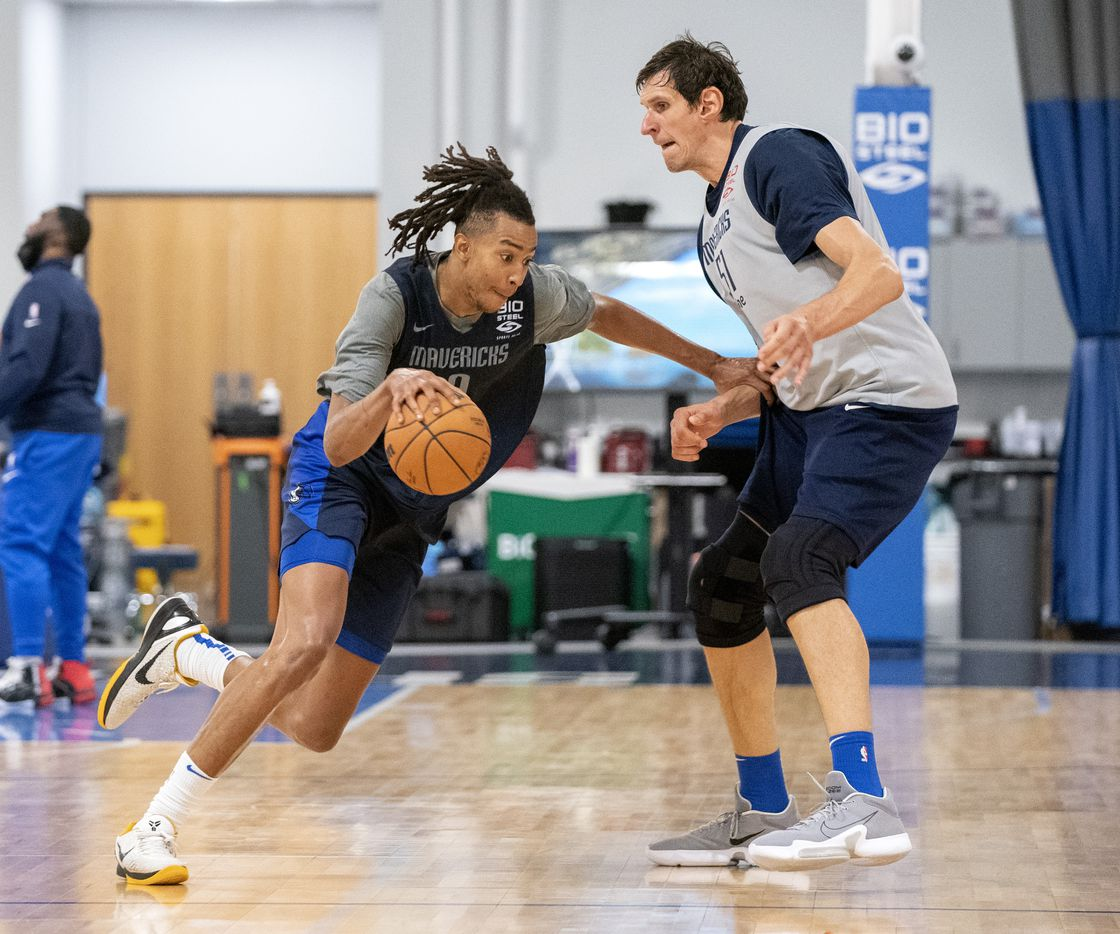 Dallas Mavericks centers Moses Brown (9) and Boban Marjanović compete in a one-on-one drill during a training camp practice Wednesday, September 29, 2021 at the Dallas Mavericks Training Center in Dallas. (Jeffrey McWhorter/Special Contributor)