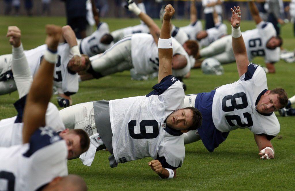 ORG XMIT: *S1944D615*  Dallas QB Tony Romo (9) and TE Jason Witten (82).  Taken 7/28/2008 --  133485 --  Dallas Cowboys 2008 football training camp --  Oxnard, CA