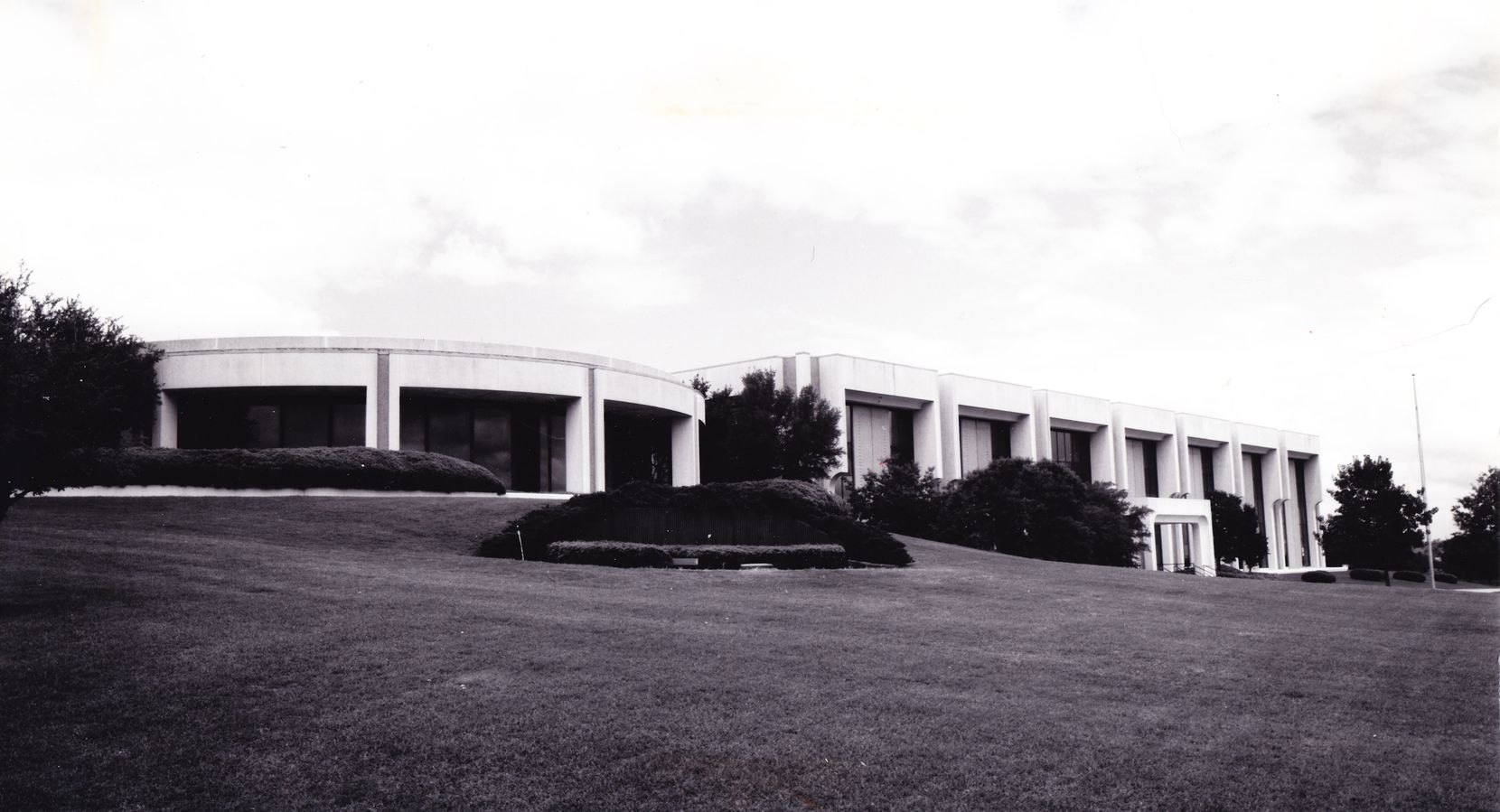The building soon after opening in 1976.