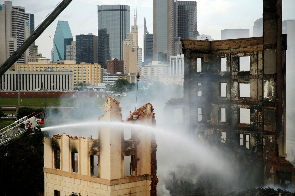 A wrecking crew demolishes the historic Ambassador Hotel after it was gutted by a four-alarm fire earlier in the day just south of downtown Dallas, Tuesday, May 28, 2019. (Tom Fox/The Dallas Morning News)