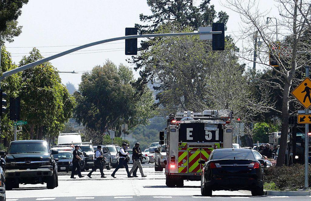La escena frente a las oficinas de YouTube en San Bruno, California, donde se reportó un tiroteo el 3 de abril del 2018. (AP Foto/Jeff Chiu)