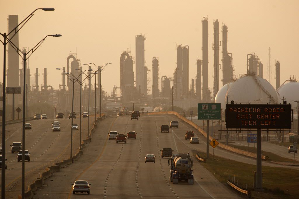 A petroleum refinery along State Highway 225 in Pasadena, near Houston, Sept. 16, 2011. (Michael Stravato/The New York Times)