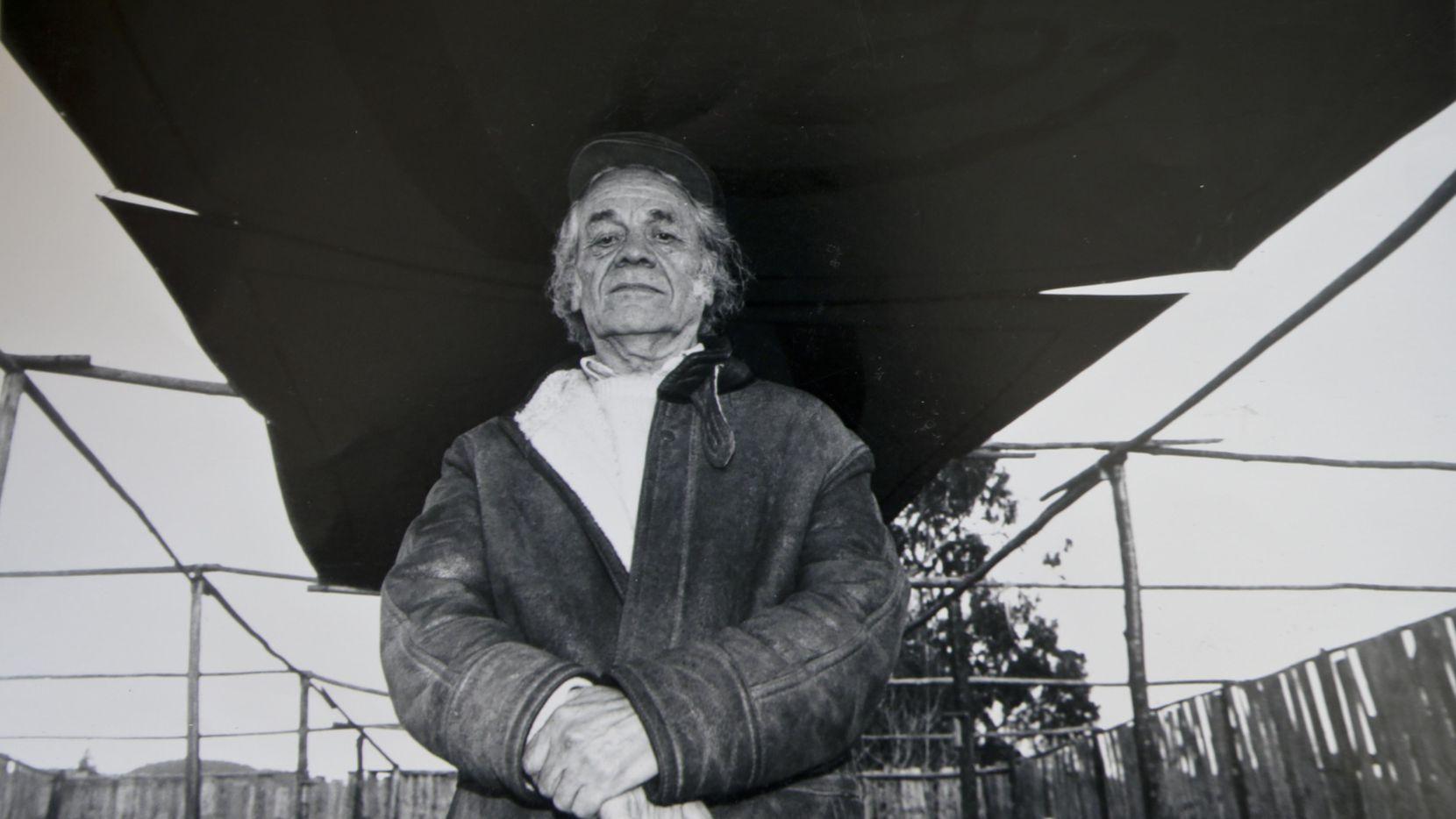Nicanor Parra en una fotografía tomada en el 2001 Cartagena, Chile.(AP)
