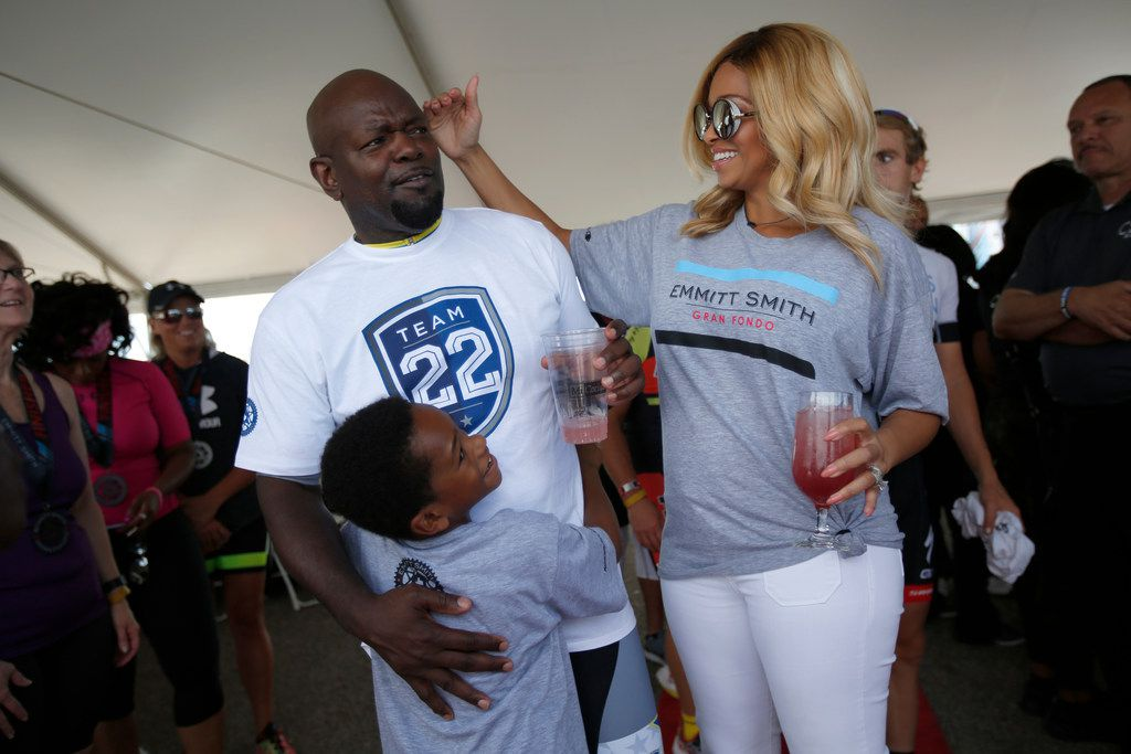 Pat Smith, right, playfully touches her husband, former Cowboys running back Emmitt Smith, during his Gran Fondo charity bike race at Rough Rider Stadium in Frisco, Texas, Saturday, September 30, 2017. Smith's son, Elijah, 6, hugs him. (Anja Schlein/Special Contributor)