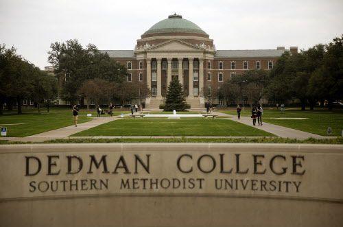 Volantes con mensajes racistas fueron descubiertos en el campus de SMU/ DMN